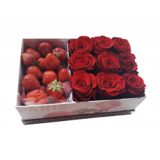 Roses and strawberries in box (only in Riga)
